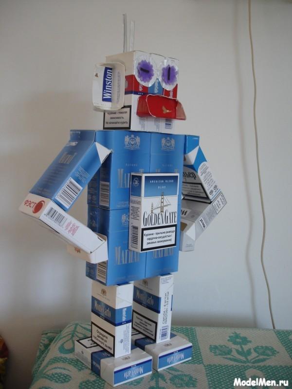 фото робот из пачек сигарет
