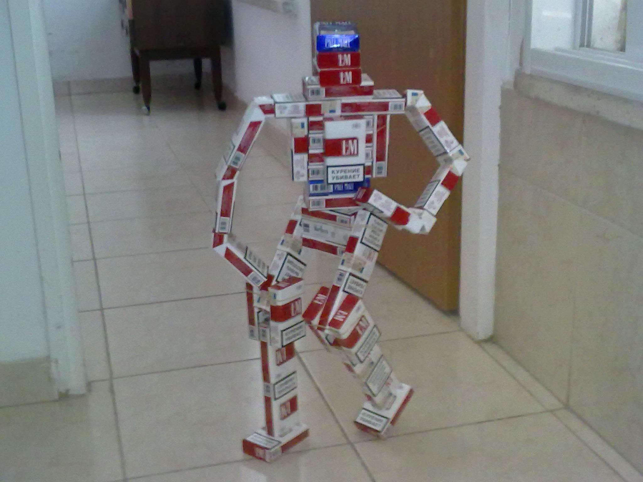 Робот схема из пачек сигарет